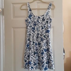 H&M summer dress. For younger girls. Fitted fit.n